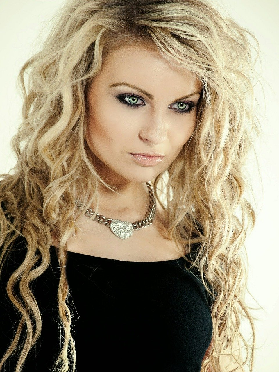 Palette ultra popielaty blond – Ponadczasowe odcienie popielatych blondów.