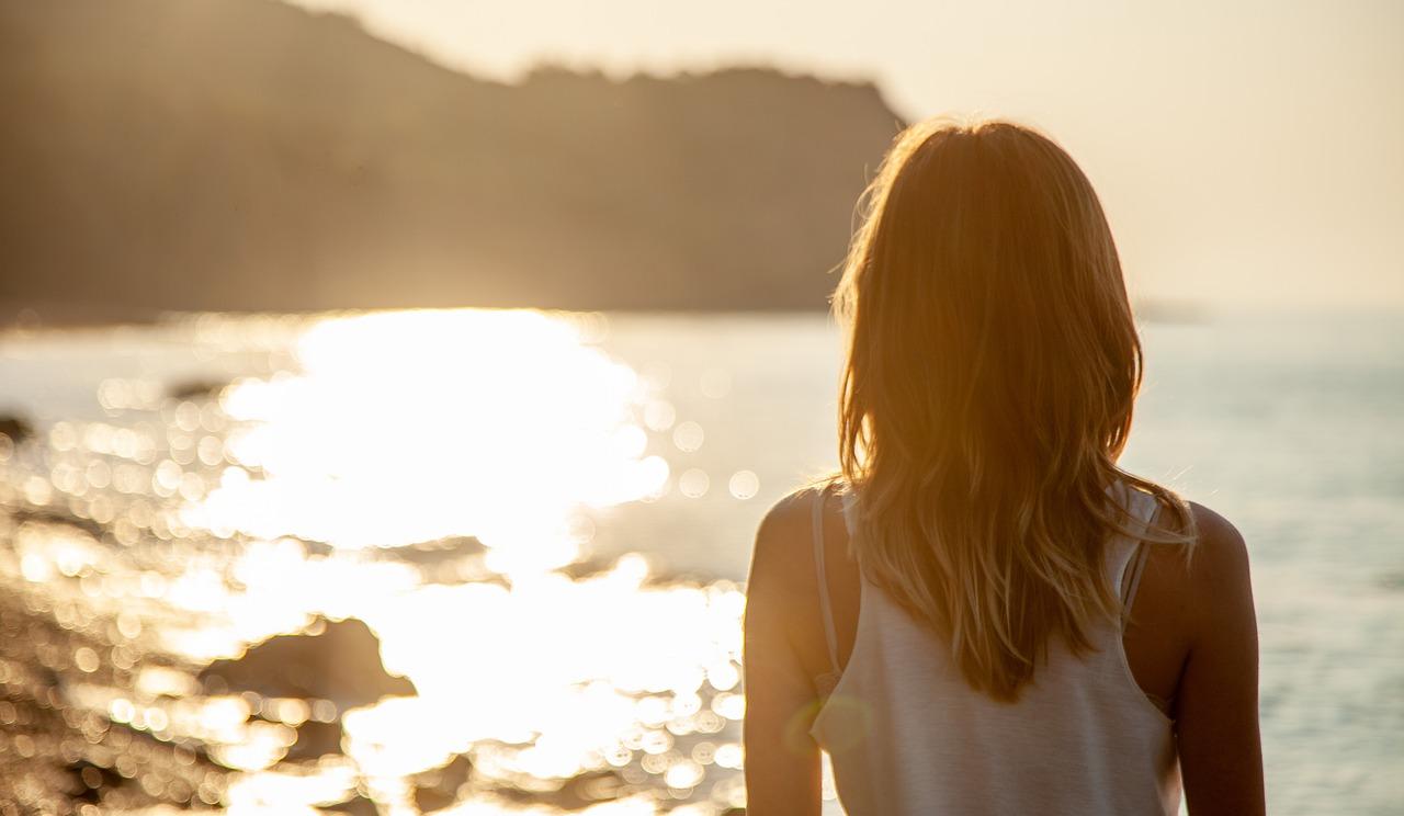 Kolastyna balsam z poświatą – jak dbać o wakacyjną opaleniznę?